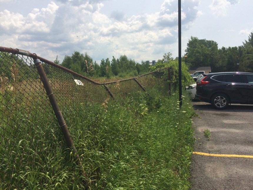 Une clôture du CN facile à franchir… pour des enfants