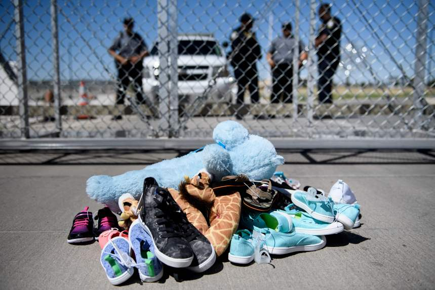 Plus de 700 enfants encore séparés de leurs parents aux États-Unis