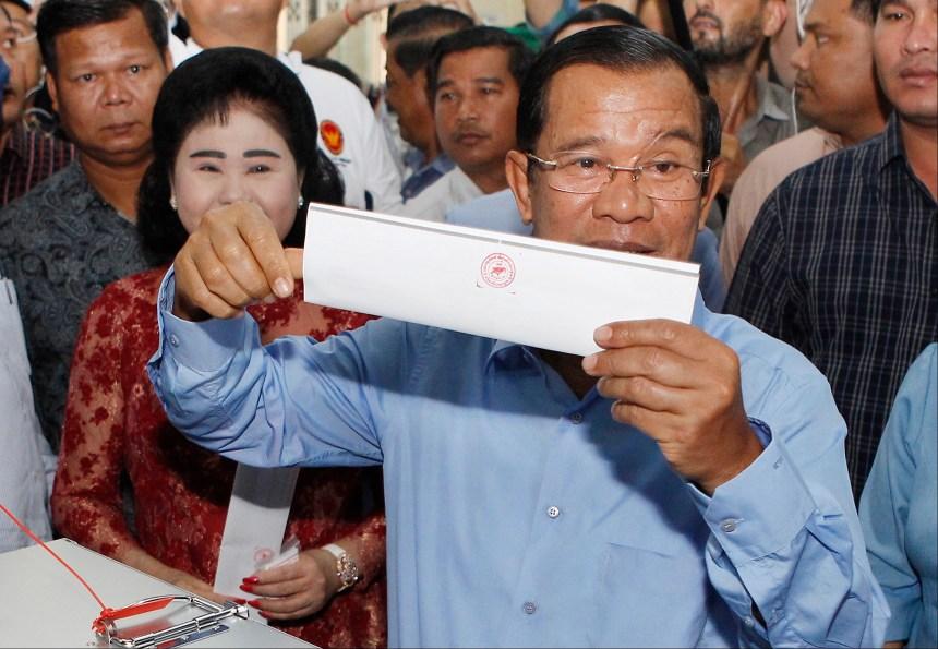 Cambodge: le parti de Hun Sen revendique une victoire écrasante
