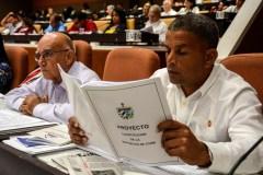 Cuba: le Parlement approuve le projet de nouvelle constitution