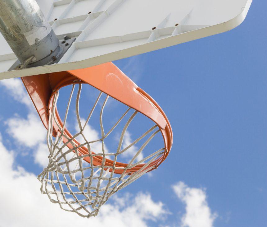 Protestations contre le retrait des anneaux de basketball à l'École de la Belle-Rive