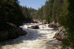 Le barrage de la chute Bell sur la rivière Rouge est à risque de rupture