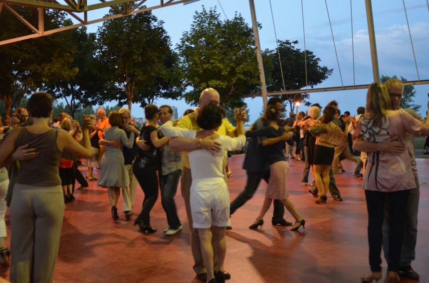 Le parc Laurier, sur un air de tango