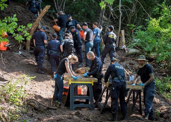 La police de Toronto trouve d'autres restes