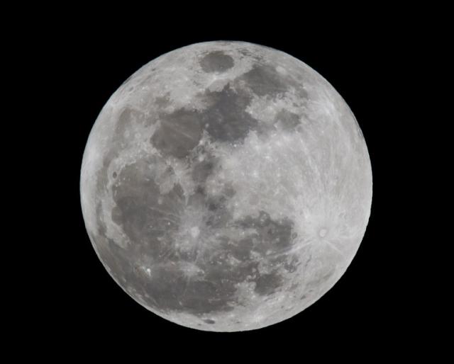 Confirmation de la présence de glace à la surface de la Lune