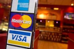 Cartes de crédit: Baisse des frais aux marchands