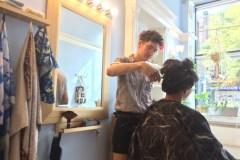 Un salon de coiffure où l'on paie ce que l'on veut
