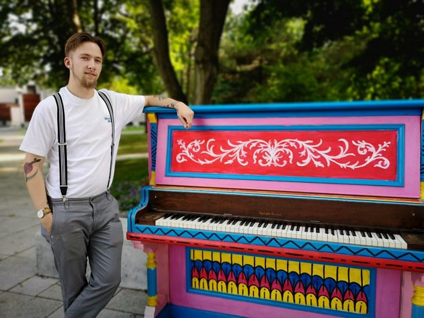 Un piano public peint par un artiste dorvalois