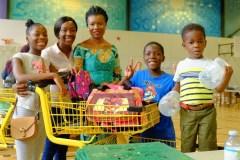 Magasin-Partage de la rentrée scolaire de Saint-Laurent: 340 enfants équipés