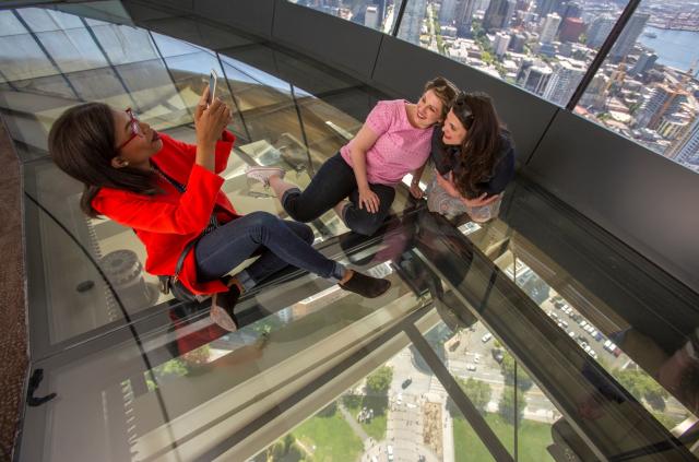 Le Space Needle de Seattle se dote de la première plateforme en verre pivotante
