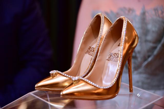 Une paire de chaussures à 17 millions de dollars exposée à Dubaï