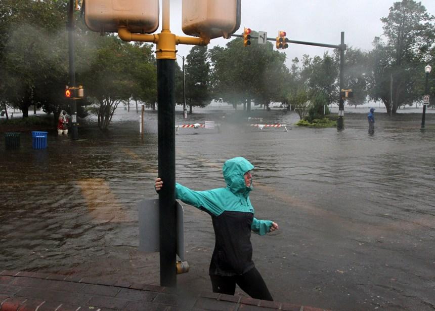 Rétrogradé en catégorie 1, l'ouragan Florence déferle sur les Caroline