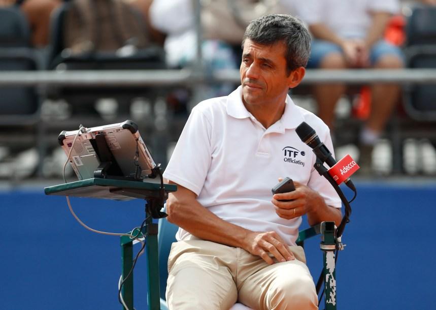 L'arbitre de tennis Carlos Ramos reprend le collier