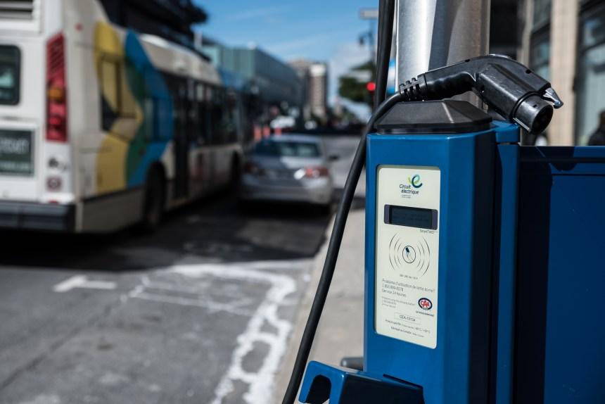 À Laval, des nouvelles bornes de recharge électrique destinées en priorité aux taxis