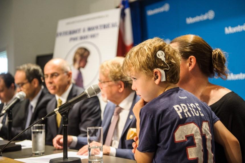 La chirurgie d'implants cochléaires réclamée à Montréal