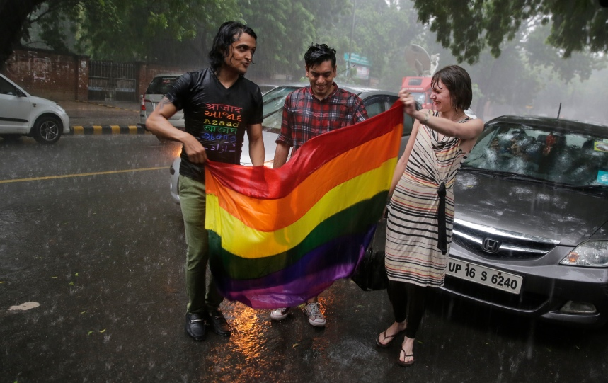 Célébrations arc-en-ciel en Inde pour la dépénalisation de l'homosexualité