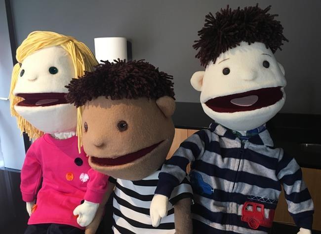 Une marionnette trans pour expliquer aux enfants