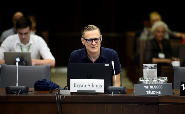 Bryan Adams demande à Ottawa de modifier le droit d'auteur