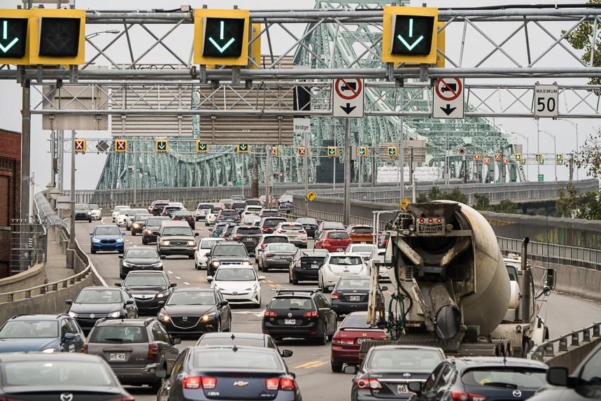 Grand Montréal: l'élargissement de la taxe sur l'immatriculation adopté malgré les inquiétudes