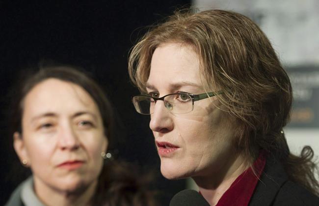 Contrôle des armes: des survivants dénoncent l'inaction d'Ottawa