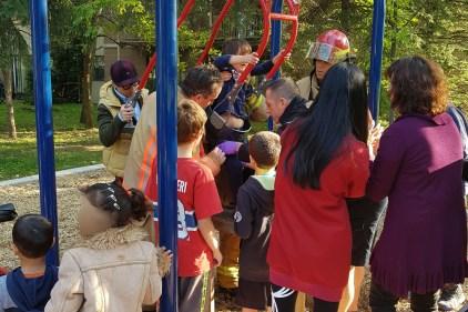 Enfant coincée au parc