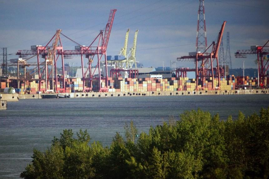 Nouvelle vague d'embauche au Port de Montréal