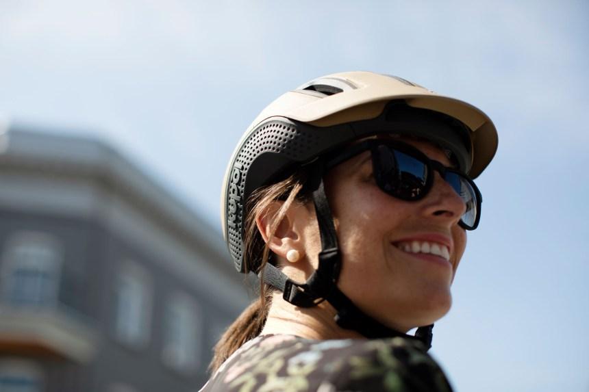 Zoom sur le 1er casque vélo imprimé en 3D