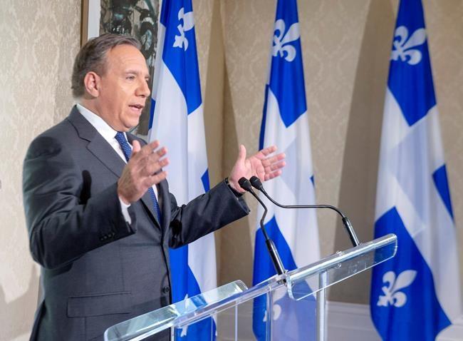 François Legault ne veut pas décrocher le crucifix