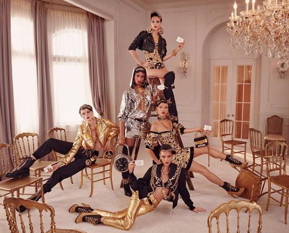 Une clinquante collaboration entre H&M et Moschino