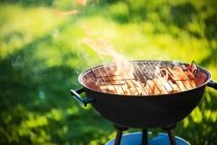Après l'interdiction des foyers au bois, les barbecues au charbon?