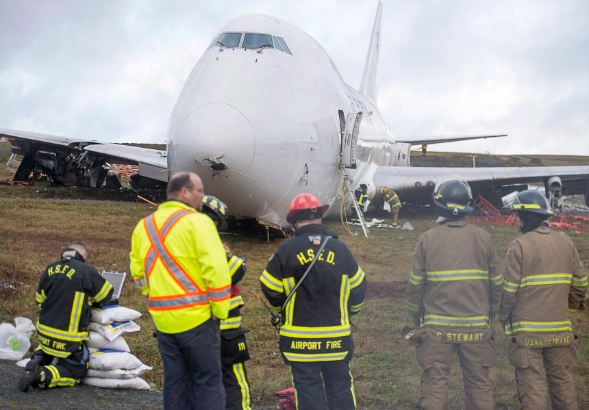Nouvelle-Écosse: le démantèlement de l'avion est commencé