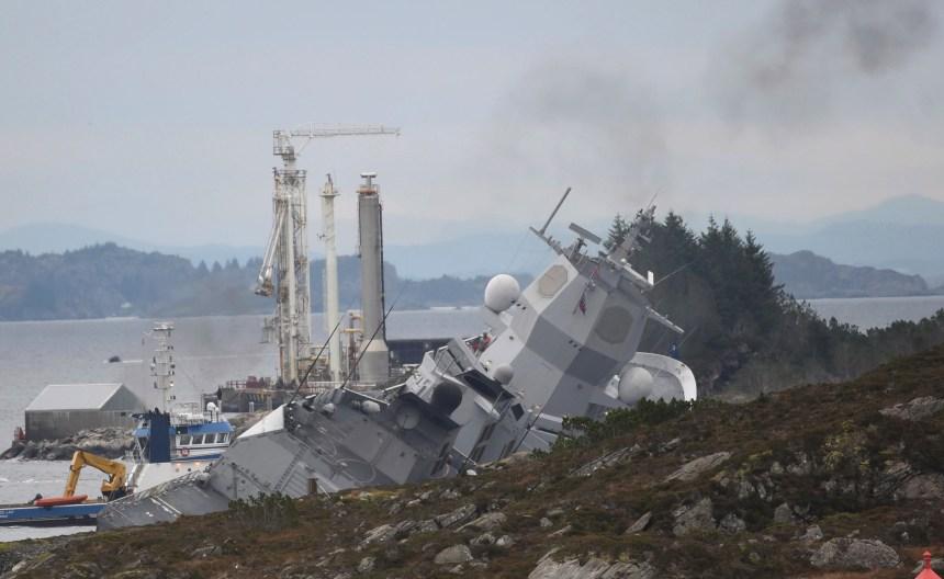 Une frégate menace de couler après une collision avec un pétrolier en Norvège