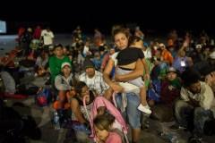 Caravane de migrants: premières arrivées à la frontière des États-Unis