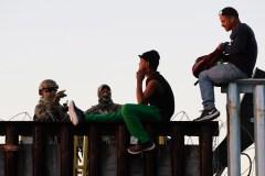 La caravane de migrants atteint la frontière américaine