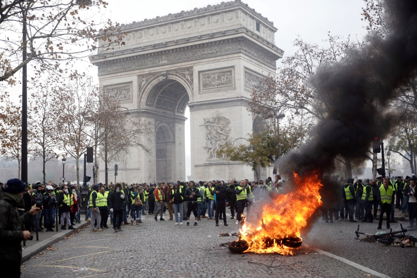 Gilets jaunes: incidents violents à Paris