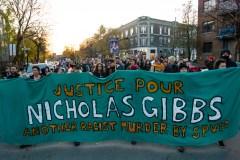 Des manifestants saluent la mémoire de Nicholas Gibbs