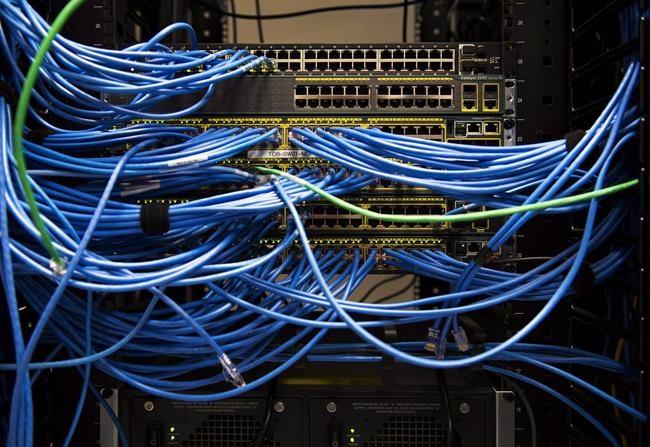 Pas de plan pour internet en régions éloignées, selon le VG
