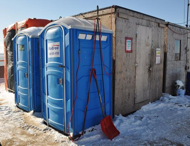 Des toilettes mal entretenues sur le chantier du pont Champlain