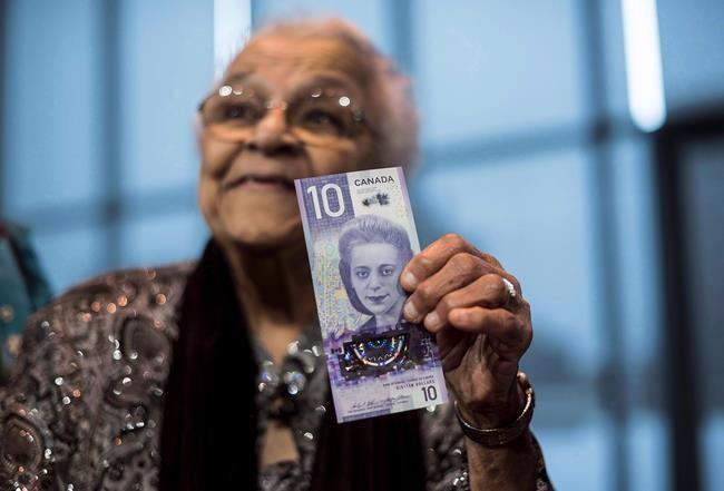 Le nouveau billet canadien à l'effigie d'une femme en circulation