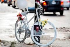 Un vélo blanc s'ajoute aux rues de Montréal