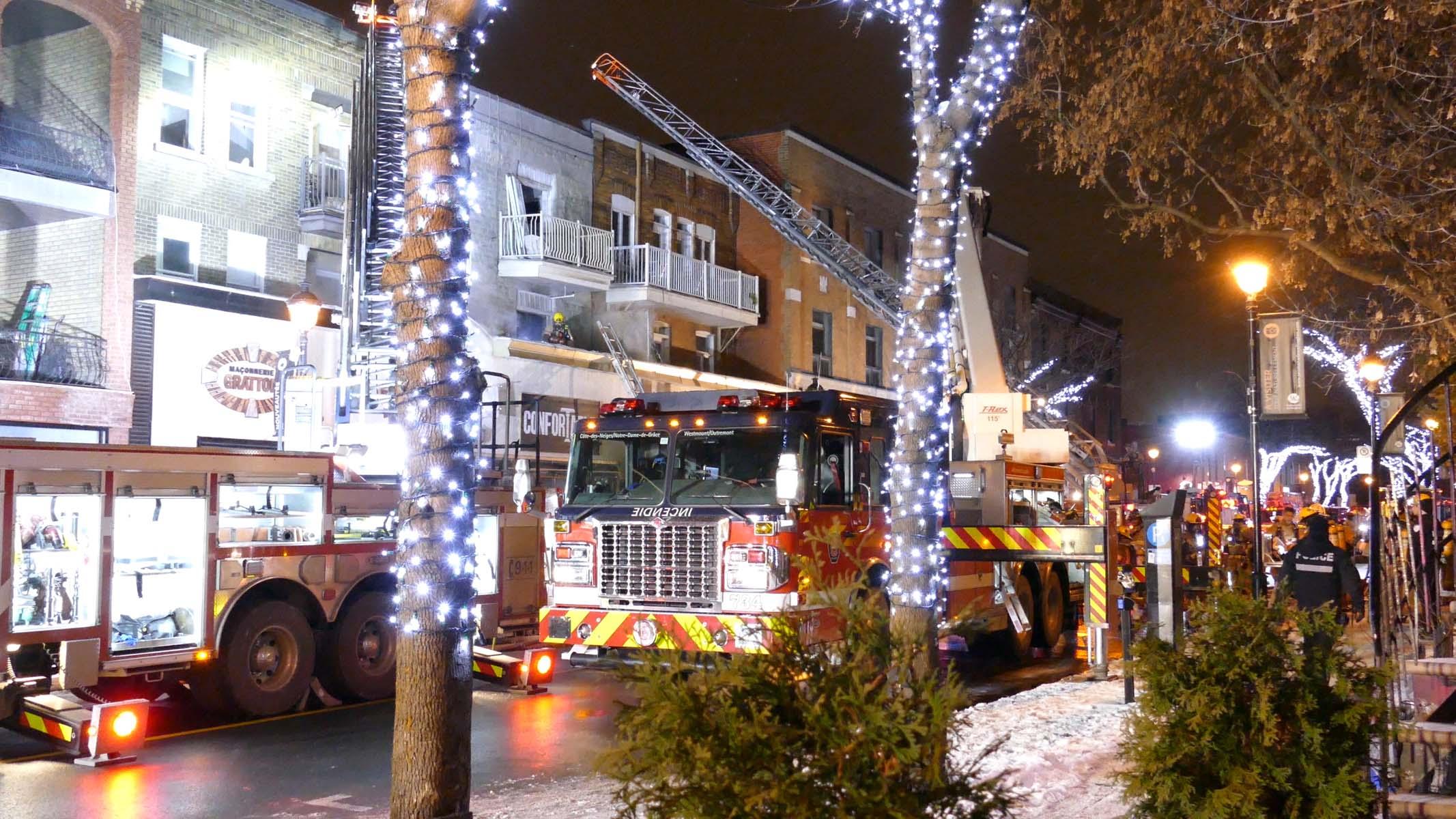 Cavaliers de noël nouveau Nouveauté LED lumières Noël neige globe ivre Santa colis arbre