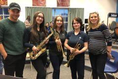 Marc-André Grondin et evenko offrent des dizaines d'instruments à des élèves du quartier