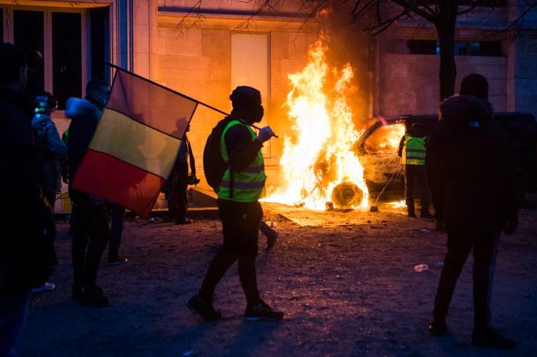 Nombreuses violences à Paris, entre casseurs et gilets jaunes en colère