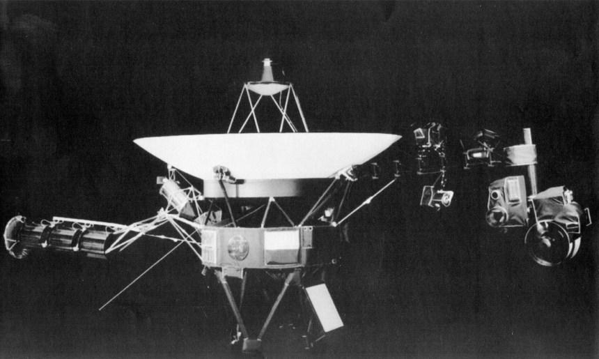 La sonde Voyager 2, lancée en 1977, atteint l'espace interstellaire