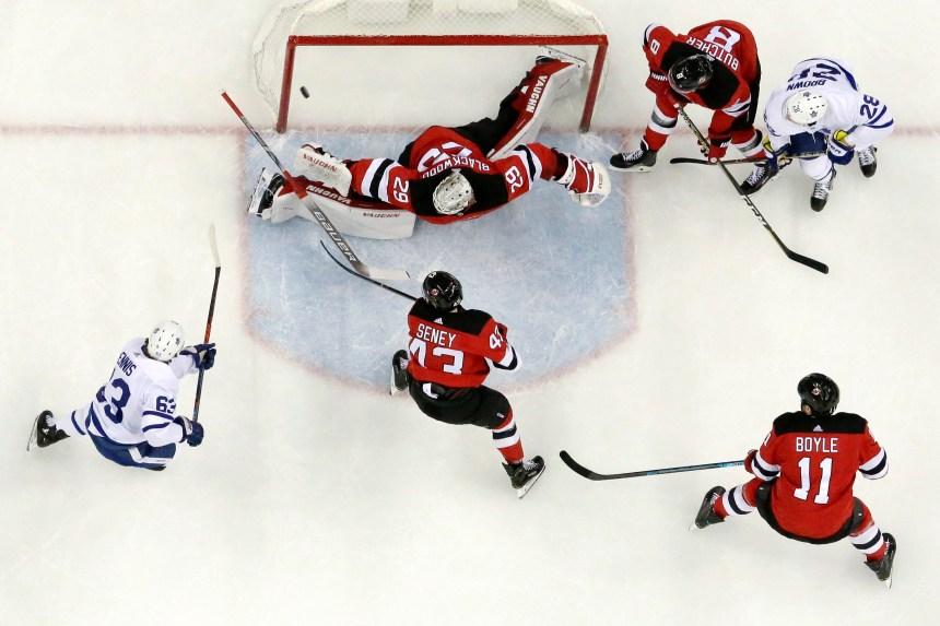 Les Leafs frappent vite et battent les Devils