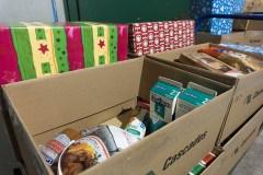 Les pompiers de Montréal distribuent des paniers de Noël à 1350 familles