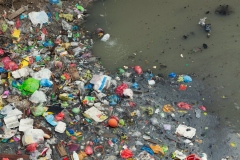 Des microplastiques jusque dans les entrailles des océans