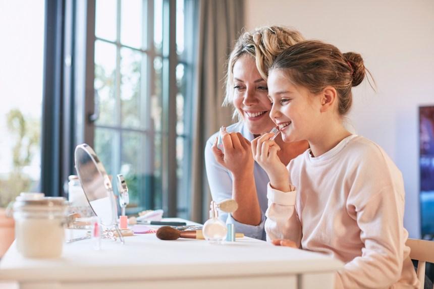 La puberté précoce chez les filles liée aux composants chimiques de produits cosmétiques