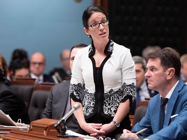 Pétrole: le Québec n'est pas en guerre contre l'Alberta, assure LeBel