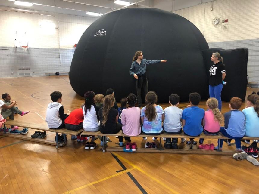 LaSalle: un planétarium mobile à l'école Notre-Dame-des-Rapides